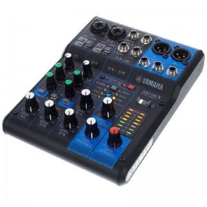 Pequeña mesa analógica Yamaha